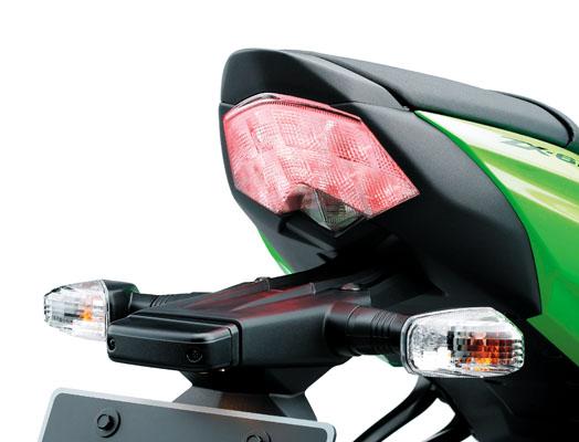 mercedes-benz EX250J_09ZX600RTaillight.jpg