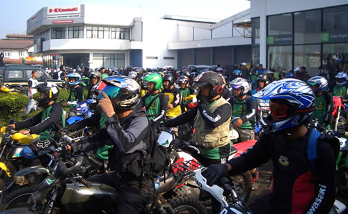 Touring yang diikuti oleh para pecinta motocross